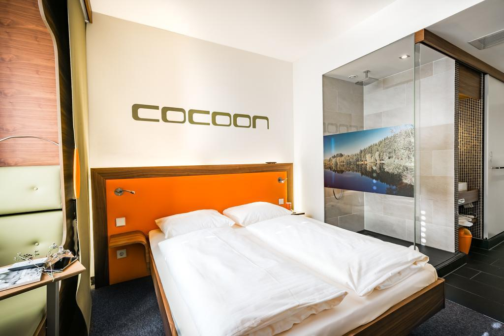 Large_cocoon_s_28
