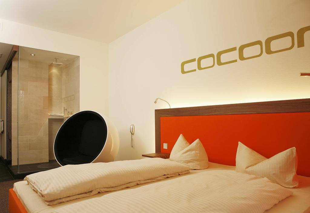 Large_cocoon_s_29