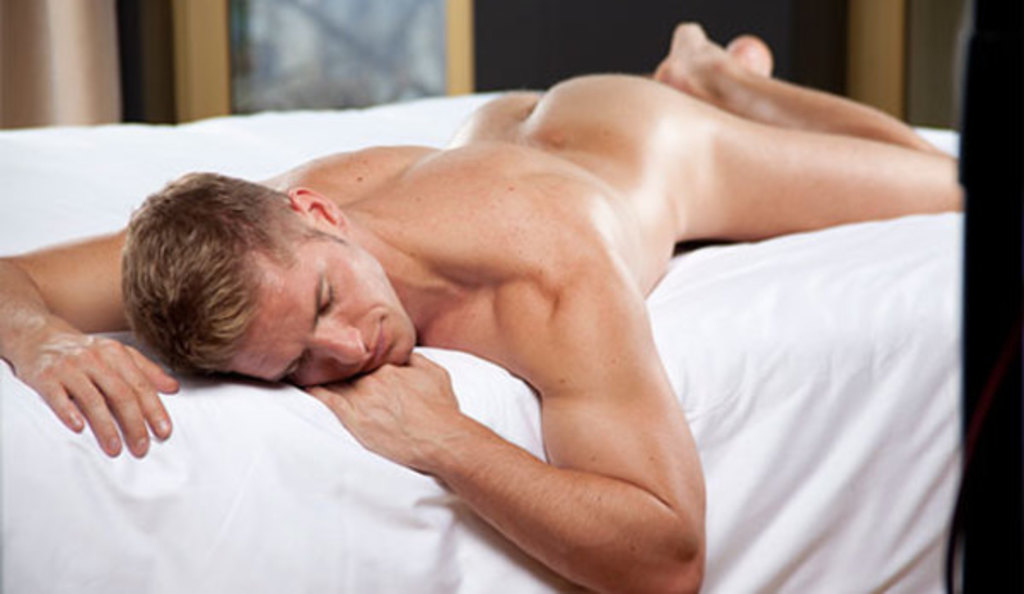 Large_axel_berlin_man_bed