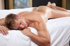 Largethumb_axel_berlin_man_bed
