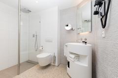 Largethumb_albus_4_bathroom_overview
