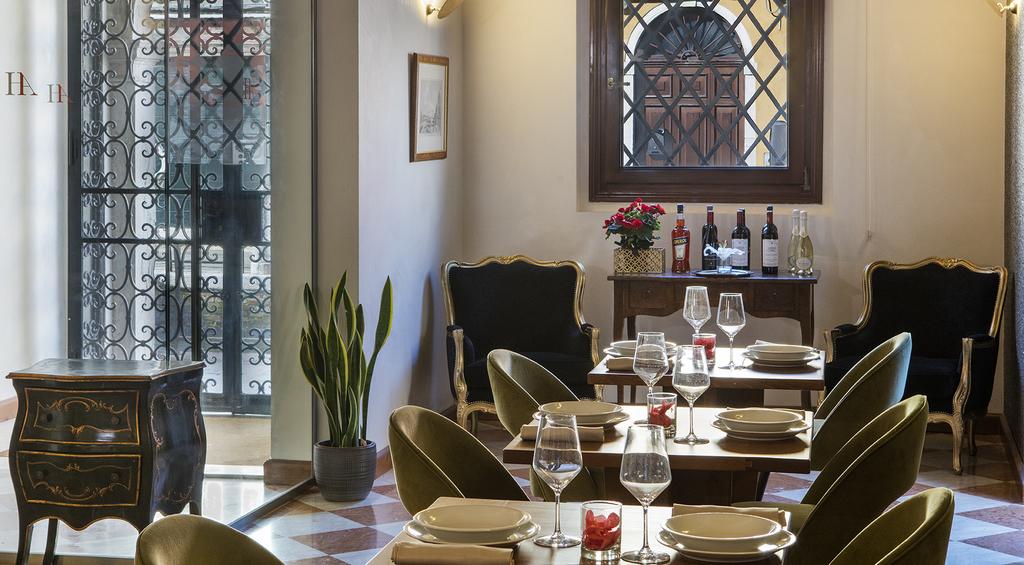 Large_axel_ven_103_restaurante_entrada_hotel
