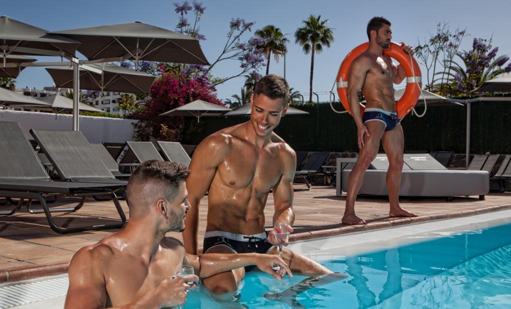 Large_axe_75_bea_axel-hotels-maspalomas-skybar-canarias-5
