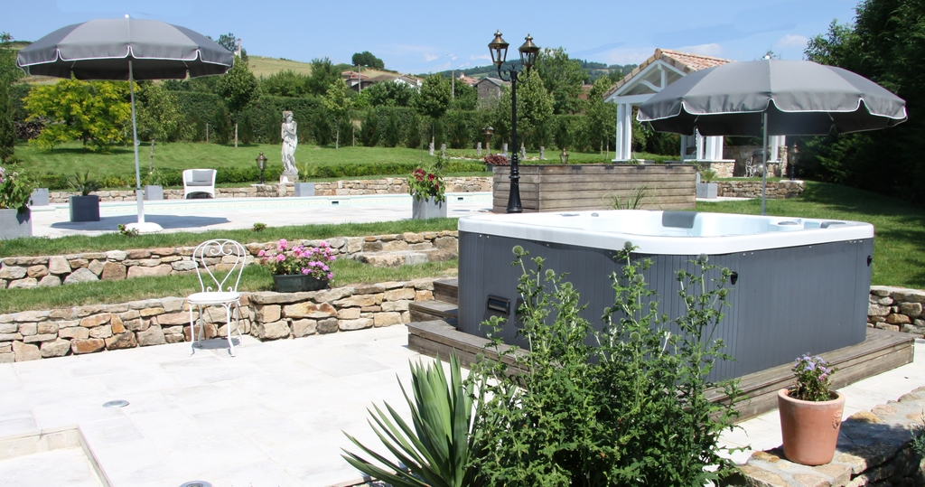 Large_manoir_montdidier_4_4_hottub