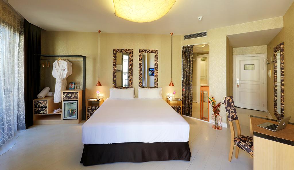 Large_axel_hotel_barcelona_(1)
