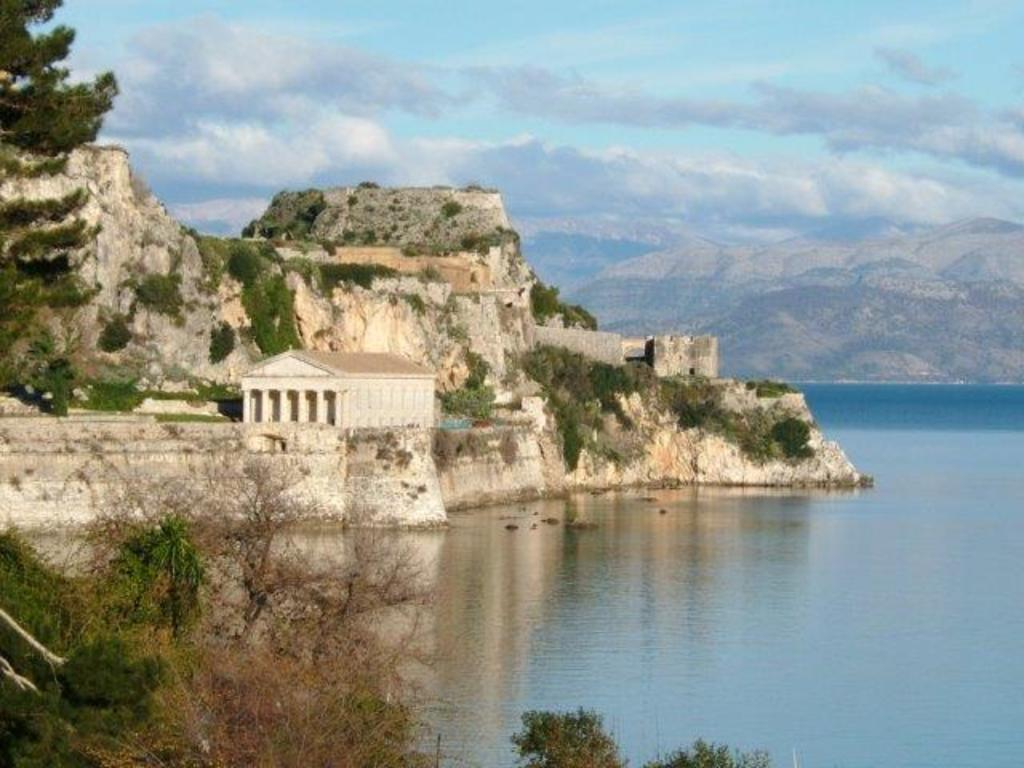 Large_old_fort__corfu_town